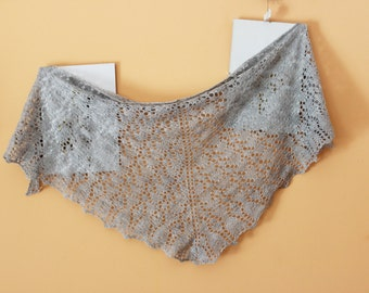 Knitted scarf. Knit triangle shawl in light grey, Light grey shawl, knitted neck warmer. Knitting gift for autumn. OOAK
