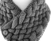 Neck Warmer In Diagonal Woven Cable PDF Knitting Pattern Is not a finished product. It is a PDF Pattern with instructions to do it yourself.