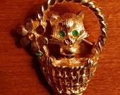 Vintage pin/ brooch/cat/bobble head