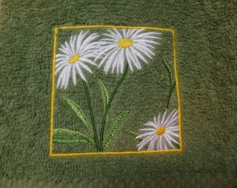 Daisy Hand Towel, Embroidered Bathroom Towel, Springtime Decoration, Green Hand Towel with Daisy Embroidery, Bridal Shower Gift Idea, Spring