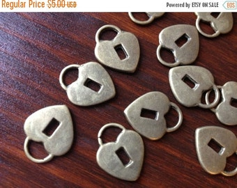 ON SALE 20 x Antiqued Bronze Heart Lock Pendant Charms 20x15x4mm