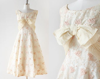1950s Lace Party Dress / Cream and Pink Lace Dress / 1950s Prom Dress / Blush Pink Dress / Tea Length Party Dress / Extra Small / 25 Waist