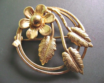 Vintage Gold-tone Circular Flower and Leaves Brooch