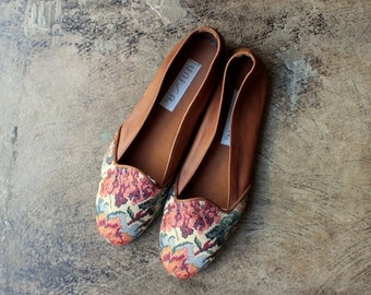 7 B / Floral Lounge Loafers / Women's Leather Tapestry Shoes / Vintage Slip On