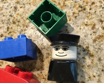 Duplo Lego vintage 3  blocks and policman