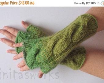 Fingerless Gloves Green Moss wrist warmers
