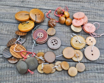 Mix of Vintage buttons.