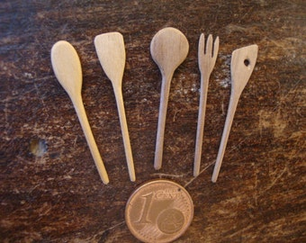 dollhouse miniature, n. 5  spoons of wood    1/12 scale hand made