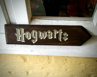 HOGWARTS Arrow Sign Harry Potter Sign Hand Painted Wooden Sign Gift Wall Art Home Decor