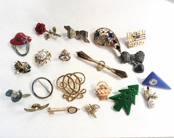 lot broken brooches pins 20 pcs destash  for crafts and assemblage lot J11