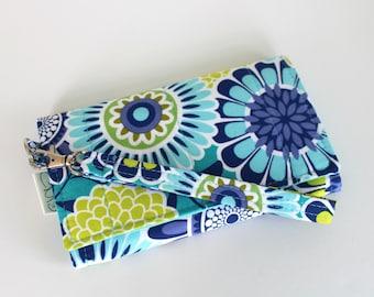 Cell Phone Wristlet Wallet - aqua flower - wristlet wallet - fits iphone/galaxy