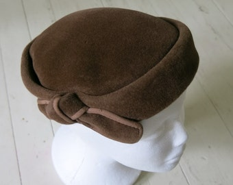 Brown 50s hat with bows