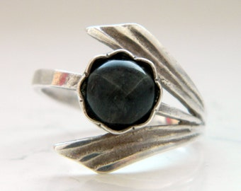 Vintage Floral Elven Silver Ring with Dark Green Stone Size 9 1/4