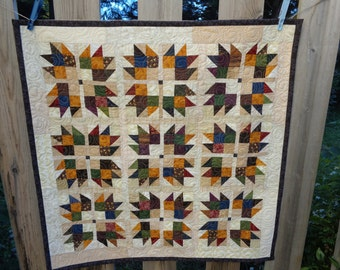 Bear's Paw Decorator Quilt, Country colors and neutral quilt,  decorator quilt 0911-02