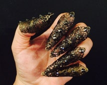 Leaf claws or fingertips,claw rings, nail tips, set of 5 pcs. made with hematite crystals in brass