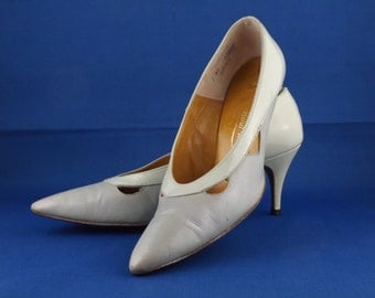 50s 60s Kitten Heel Pumps Hand Made Leather and Patent Leather Powder Blue and Mint Green Chic Last Premier 7AA