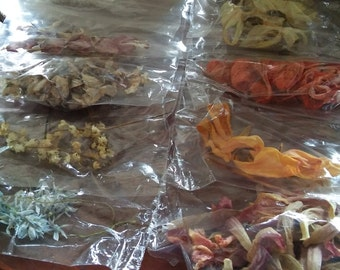 8 Different Dryed Flowers in 8 Zip Lock Bags, Daffodils, Striped Squill, Bleeding Heart, Lilly-of-The-Valley, Lilly, and more, Potpourri