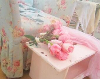 Bench  chippy pale  pink  farmhouse cottage romantic vintage shabby chic prairie