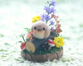 Robin bird in miniature garden diorama, needle felted robin bird diorama ornament, mini spring flower garden, bird on wood, gift under 30