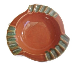 Vintage Ashtray Mid Century 1950s Retro Coral Green Ceramic Holiwood Regency