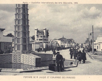 An original postcard of the 1925 Paris Exposition des Arts Decoratifs et Industriels Modernes | Showing the crystal fountain by René Lalique