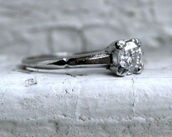 Lovely Vintage Platinum Diamond Solitaire Engagement Ring - 0.35ct.