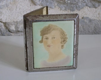 1920s French cigarette case / business card case with flappr girl lid