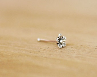 Tiny Flower nose Stud  /Tiny nose Stud / Oxidized silver nose stud / Tiny nose stud Cartilage Piercing