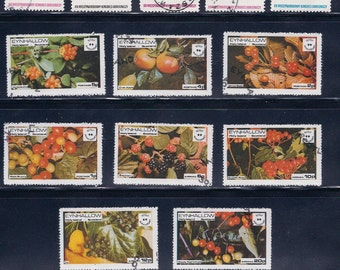 Mostly Fruits - Vintage Stamps (3A) - 1970s - Poland and Eynhallow Scotland - Collectibles, Supplies