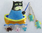 ZARAH Sterling Silver Enameled  Vtg Brooch Shows Animated Cat in Boat Catching Fish.  Crab, Starfish and Shell Charms Dangle Below.