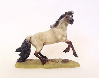 Breyer Resin Mustang Model Horse Sculpture
