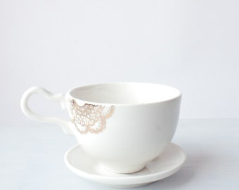 Porcelain cup with lace