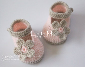 Crochet baby shoes, baby girl shoes, baby booties, Mary Janes, tan, peachy pink, 6-9 months, baby shower, gift idea, announcement, reveal