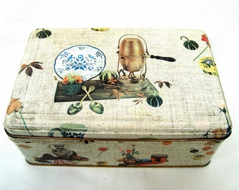 Vintage litho tin box French biscuits / candy box Marking at the bottom