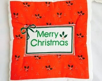 Vintage MERRY CHRISTMAS Quilted Pot Holder - Holly Leaves - Holiday Decor