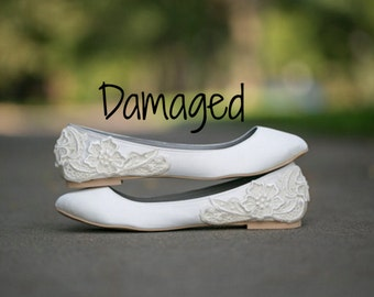 Slightly Damaged - Ivory Wedding Flats/Wedding Ballet Flats, Satin Flats, Bridal Flats, Ivory Flats, Bridal Shoes with Ivory Lace. US Size 8