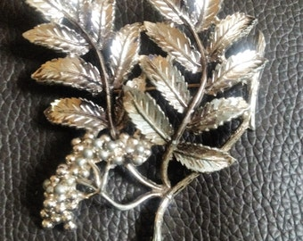 1950s leaf and berry brooch made by EXQUISITE SOLIHULL collectors rarity  gift wedding Jewellery ,1950s Retro genuine Uk vintage