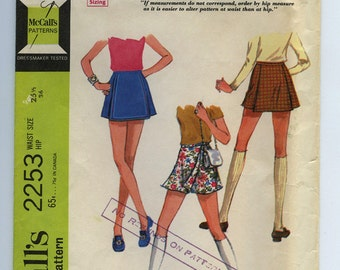 "1960s Scooter Skirt Vintage Madmen Sewing Pattern - McCalls 2253 - Size Waist 25 1/2"" Hip 36"" Cut"