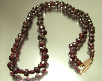Antique Edwardian / Art Deco, Bohemian faceted red garnet bead necklace with 9ct gold clasp -  jewellery jewelry