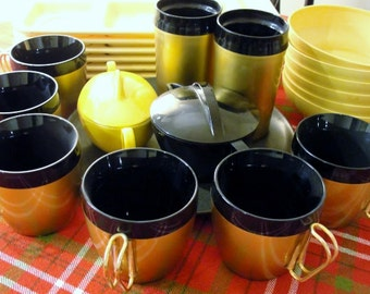 Mid Century Picnic or Camping Dishes Melmac dishes, Thermoware Mugs Tumblers and Tupperware