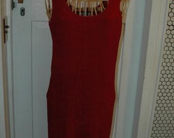 Red straight dress over the head crinkle arnel nylon 1970s Taurus II size 4