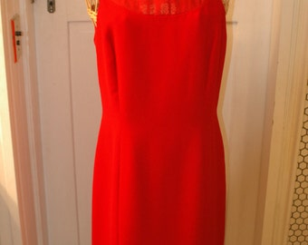 Solid red dress silky polyester Due per Due size 8 medium 1990s scoop neck and back bow straight skirt back zipper