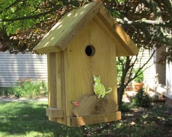 Cedar wren/chickadee nest box with kittycat