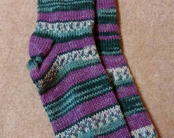 A step into the mystic purple and black Sassi woollen socks