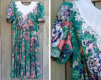 Vintage plus-size dress | 1990s Lisa II floral print pullover dress with lace collar