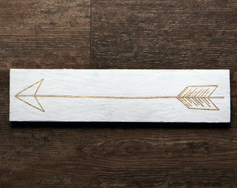 White and Gold Arrow Sign | White and Gold decor | Farmhouse decor | Rustic signs | Arrows signs | Rustic Farmhouse style