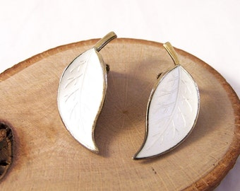 Vintage Guilloche Leaf Clip Earrings, Enamel Leaf Earrings, David Andersen Earrings, White Leaf Earrings, Silver Earrings, Enamel Earrings
