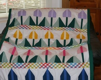 Tulips Twin Quilt