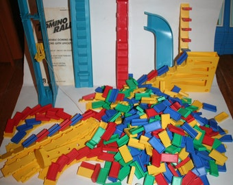Vintage 1981 The Incredible Domino Rally w/ Instructions!  Includes Layout Ideas!  Colorful & Old!