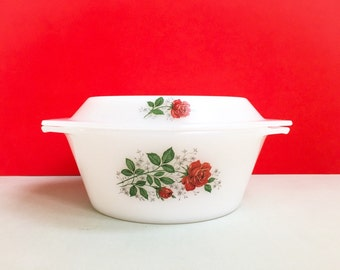 Arcopal round casserole, with red roses